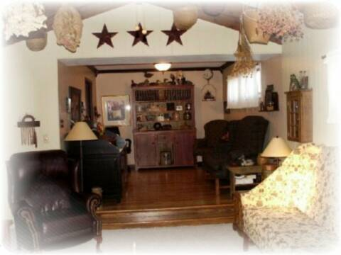 primitive living rooms.  A Primitive Place Colonial Inpired Living Rooms